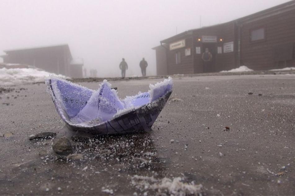 Bei Temperaturen von gefühlt bis zu Minus 15 Grad friert sogar ein Papierschiff ein.