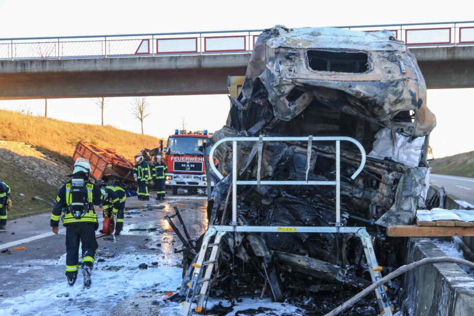 Das Führerhaus des 40-Tonners fing umgehend nach dem Zusammenstoß Feuer.