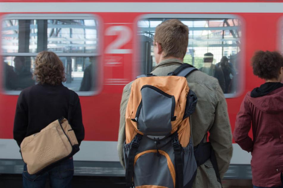 Ein Großteil der Bahnverbindungen in Mitteldeutschland fährt wieder. (Symbolbild)