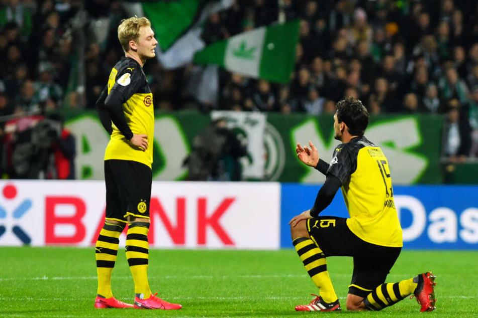 Betretene Mienen bei Julian Brandt (l.) und Mats Hummels: der BVB lag zur Pause mit 0:2 in Bremen hinten.