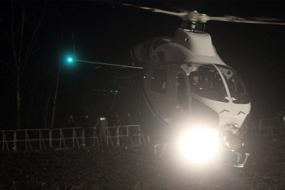 Auch ein Hubschrauber kam bei der nächtlichen Suchaktion zum Einsatz (Symbolbild).