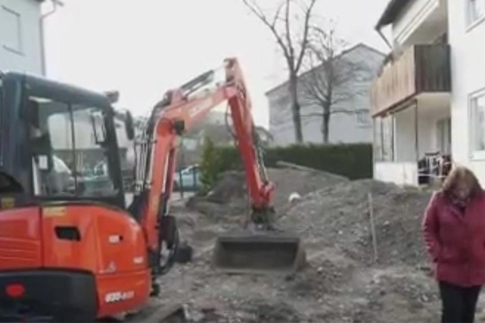 Bei Mellita Meinberger (72) liegen im Garten mehrere Tonnen Kriegsmunition.