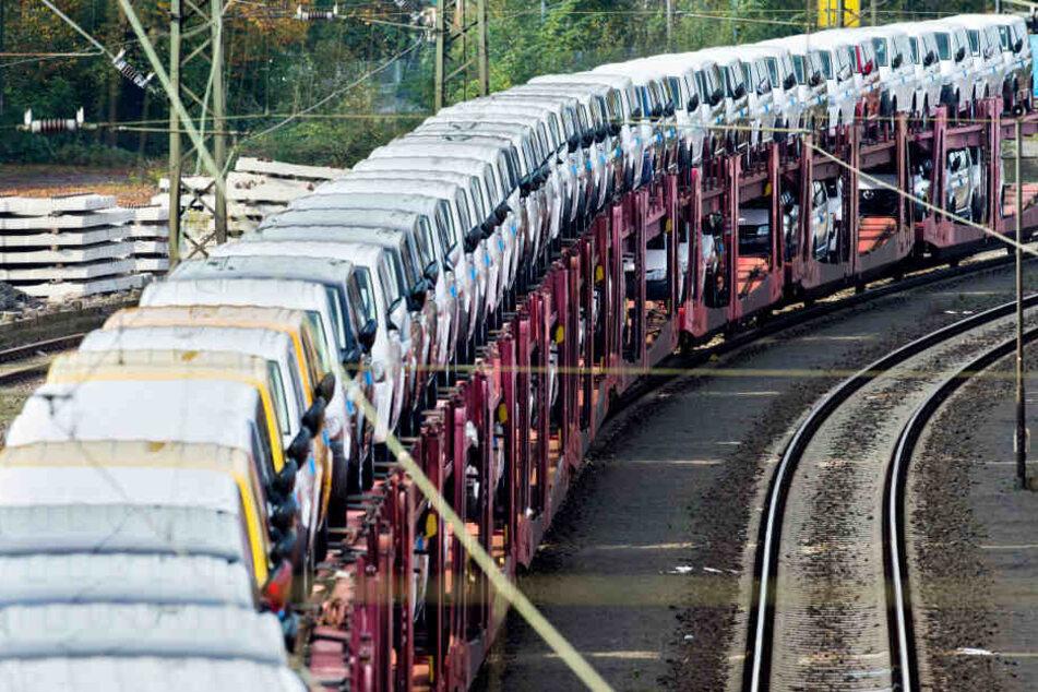 Die Lokomotive des Zuges sprang kurz aus den Gleisen. (Symbolbild)