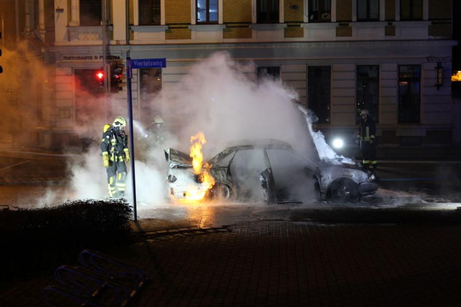Der Wagen brannte im Leipziger Norden komplett aus.