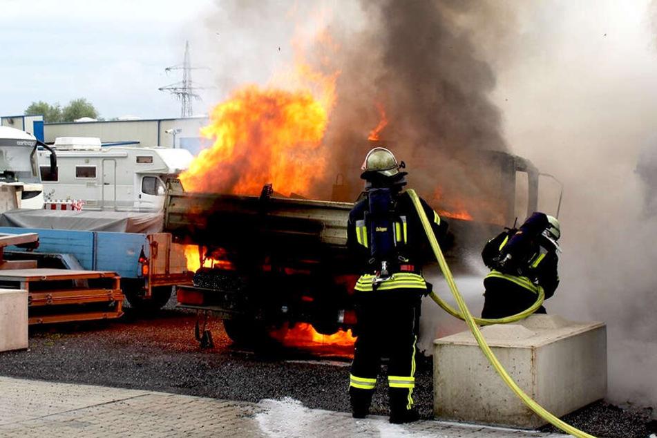 Feuerwehrleute brachten die Flammen unter Kontrolle.