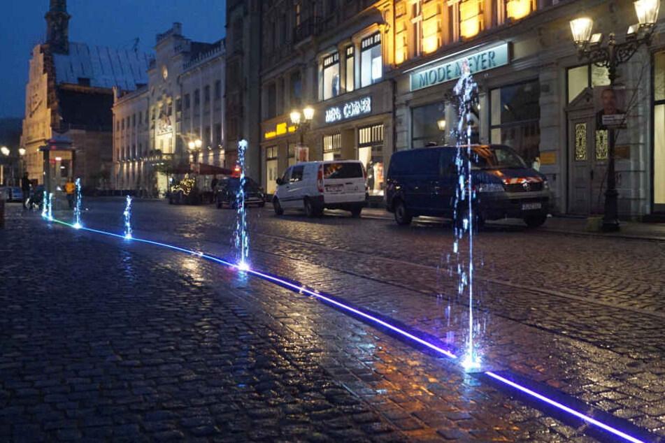 Zwickau hat nun ein 50 Meter langes, beleuchtetes Wasserspiel.