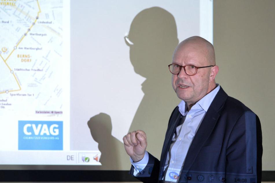 CVAG-Sprecher Stefan Tschök (61) erklärte im Rathaus die Verbesserungen im Liniennetz.