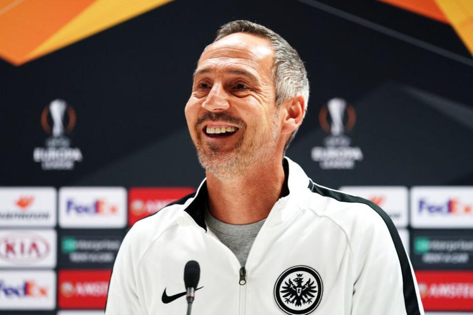 Adi Hütter stellte sich am Abend vor dem Europa-League-Match beim FC Arsenal den Fragen der Pressevertreter.
