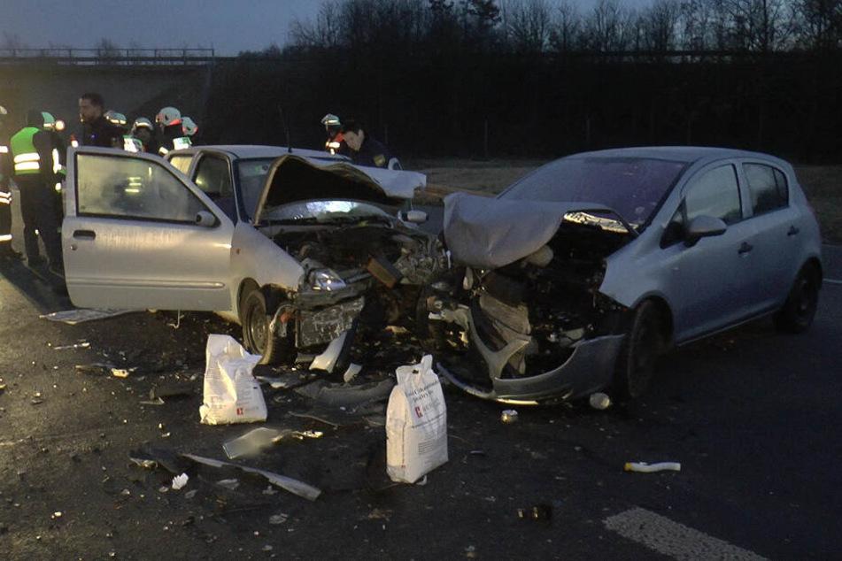Durch den Crash wurde der Fahrer des entgegenkommenden Wagens schwer verletzt.