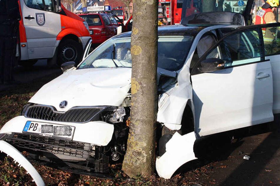 Der Skoda der 18-jährigen Fahrerin ist nur noch Schrott.
