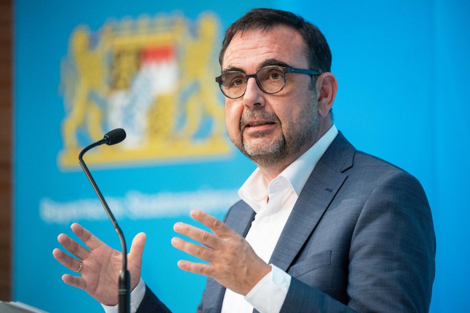 Klaus Holetschek (56, CSU), Gesundheitsminister von Bayern, will Infektionen am Arbeitsplatz meiden.