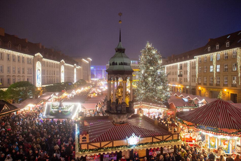 Werden so viele Menschen wie früher den Weihnachtsmarkt in Magdeburg besuchen können? Noch gibt es keine Vorgaben von der Landesregierung. (Archivbild)