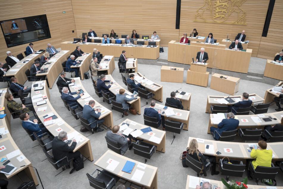 Landtag debattiert neuen Corona-Lockdown: Kinder und Schulen im Fokus