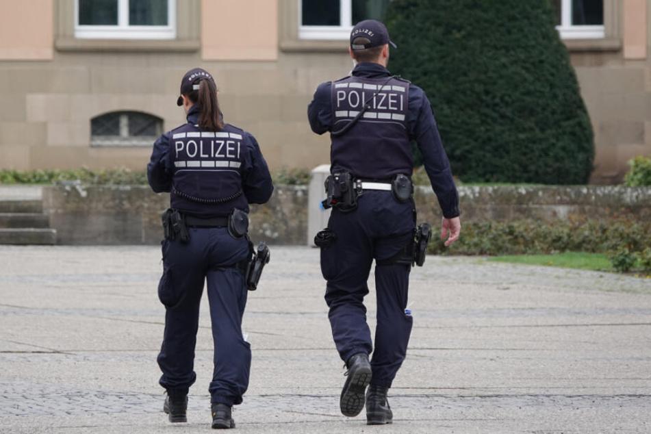 Die Polizei rückte eigentlich an, um den Streit zu schlichten, vor Ort erfuhren sie dann von den vergangenen Straftaten. (Symbolbild)