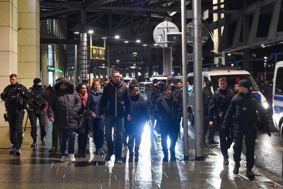 """Pegida-""""Spaziergang"""" auf der Wilsdruffer Straße."""