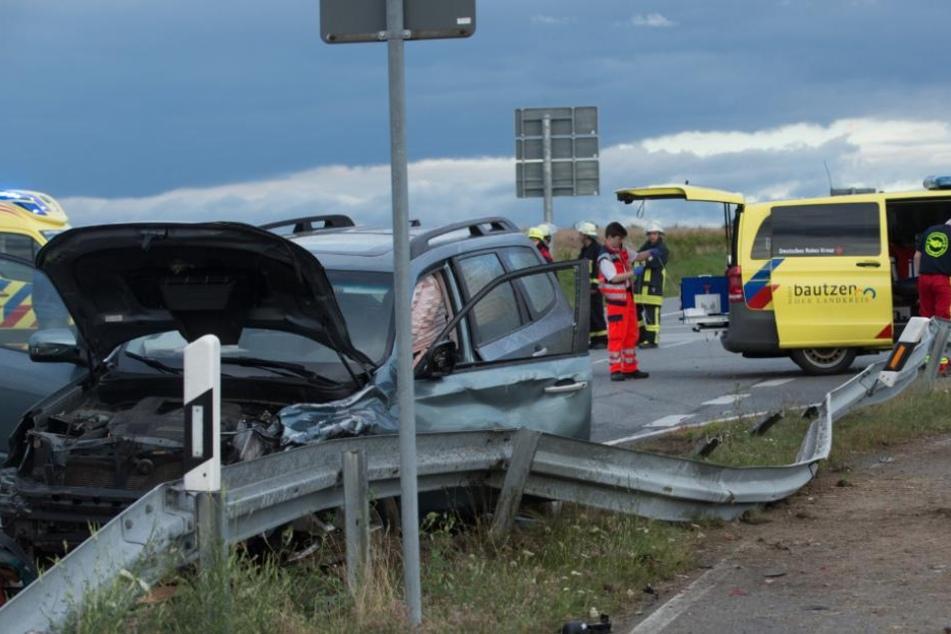 Die Unfallfahrzeuge wurden Dutzende Meter weitergeschleudert.