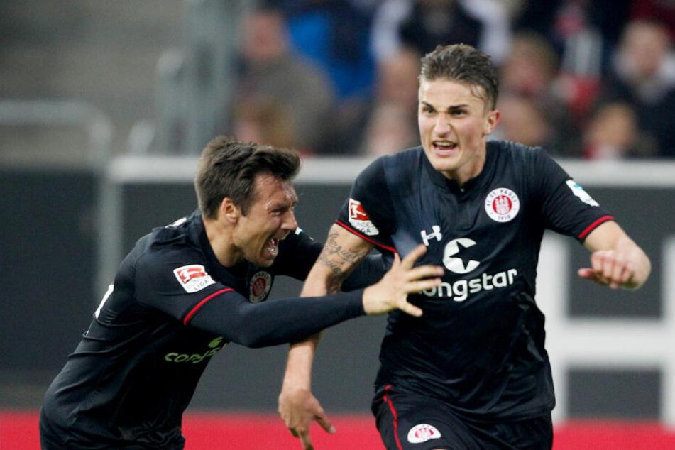Philipp Ziereis (rechts) jubelt über seinen einzigen Treffer im Dress des FC St. Pauli.