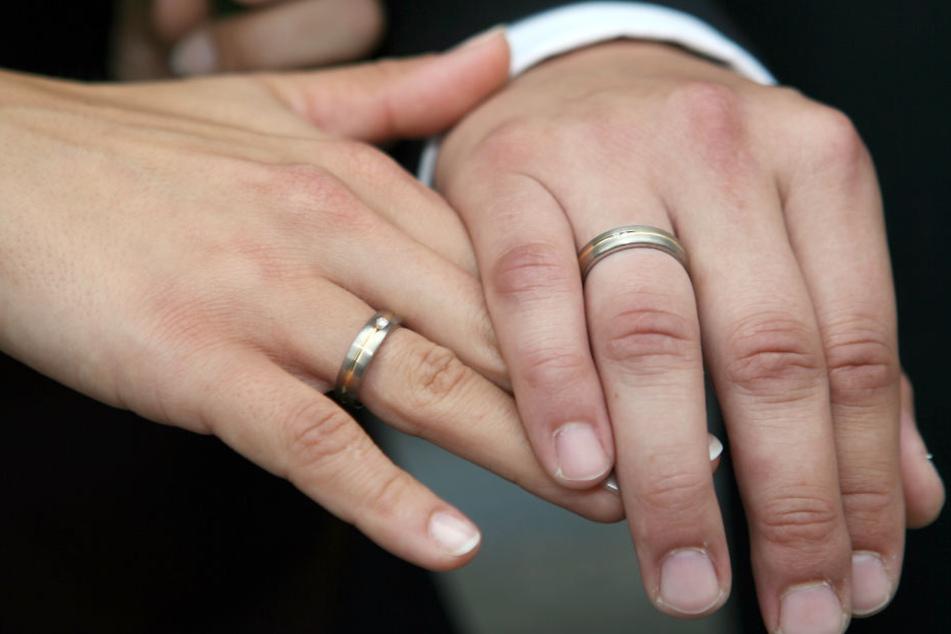 Immer häufiger leben in Thüringen Ehepaare, welche sich in einem anderen Land das Eheversprechen gaben (Symbolbild).