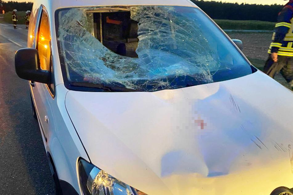 Schrecklicher Unfall: E-Bike-Fahrer kollidiert mit Auto und verliert Leben