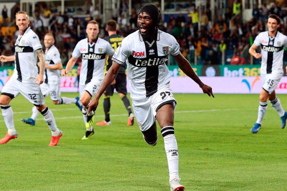 Traf bereits im Hinspiel gegen Juventus Turin und erzielte nun im Rückspiel sogar einen Doppelpack: Parmas Torjäger Gervinho (M.).