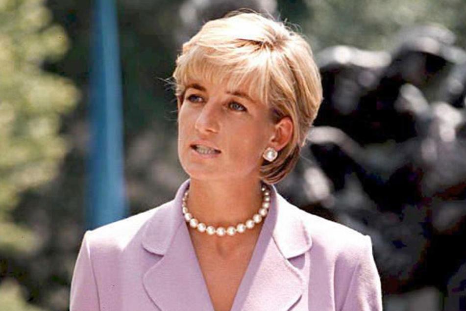 Lady Di soll damals sehr darunter gelitten haben, dass Oliver Hoare sie abservierte.