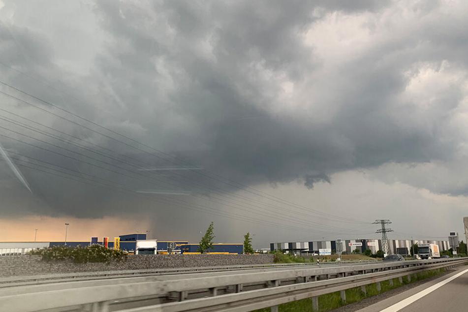 Dunkle Wolken zogen über Sachsen.