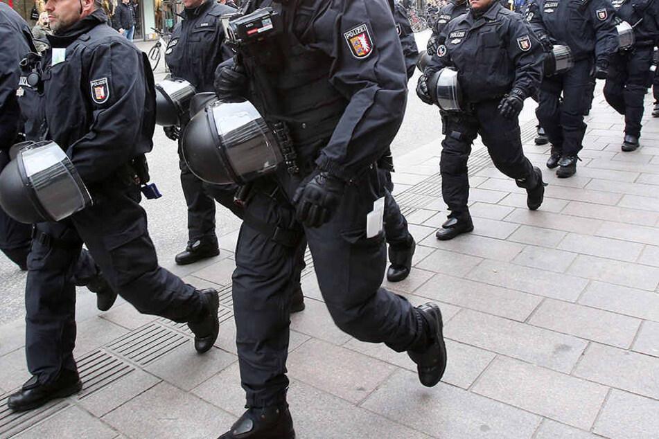 Wegen einem rechten Rockkonzert musste die Polizei anrücken. (Symbolbild)