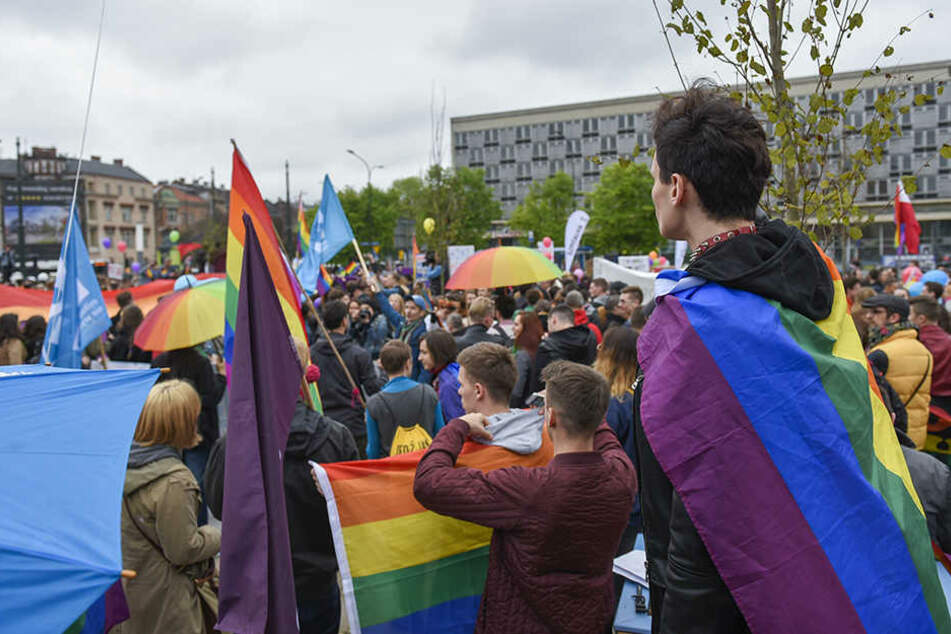 Bereits im Mai haben mehrere hundert Menschen in Krakau für die Gleichberechtigung von schwulen, lesbischen, bi- und transsexuellen Menschen demonstriert.