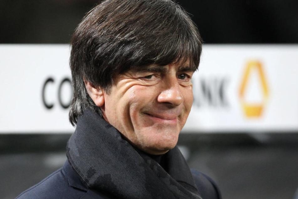 Jogi Löw kann lachen: Der Bundestrainer hat seinen Vertrag vorzeitig bis 2020 verlängert.
