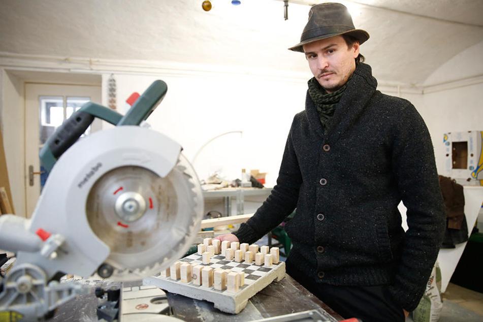 Seine Mutter war auch Dresdnerin: Seit 2008 lebt Manaf Halbouni (32) in Elbflorenz, erwarb gerade erst seinen Bildhauer-Meistertitel.