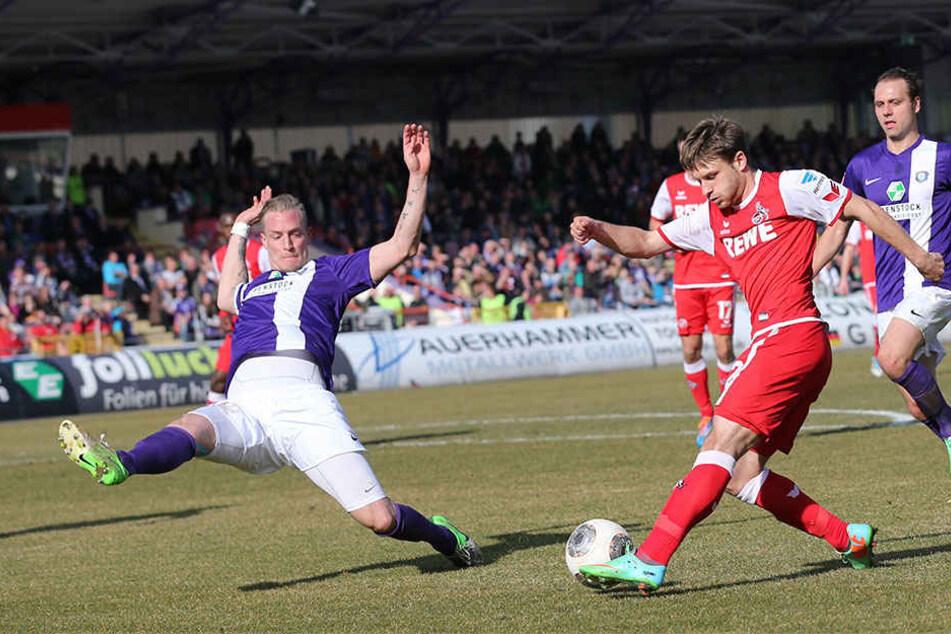 Tobias Nickenig (l.) im Frühjahr 2014 beim 2:2 gegen den 1. FC Köln. Er war nicht der begnadete Techniker, aber einer, der dem Gegner richtig wehtun konnte.