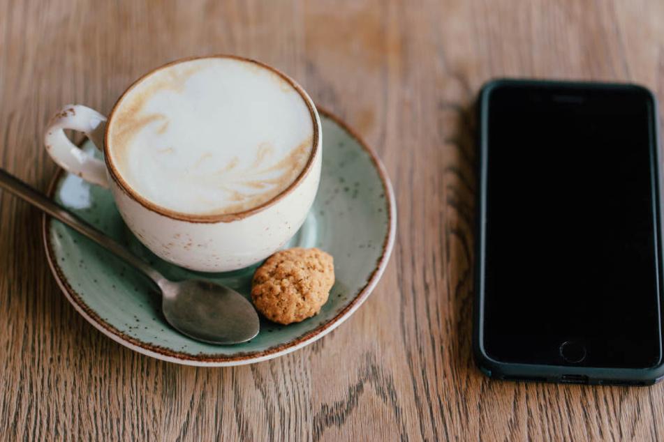 Über die App könnte zum Beispiel mitgeteilt werden, wo einen Gratis-Kaffee gibt. (Symbolbild)