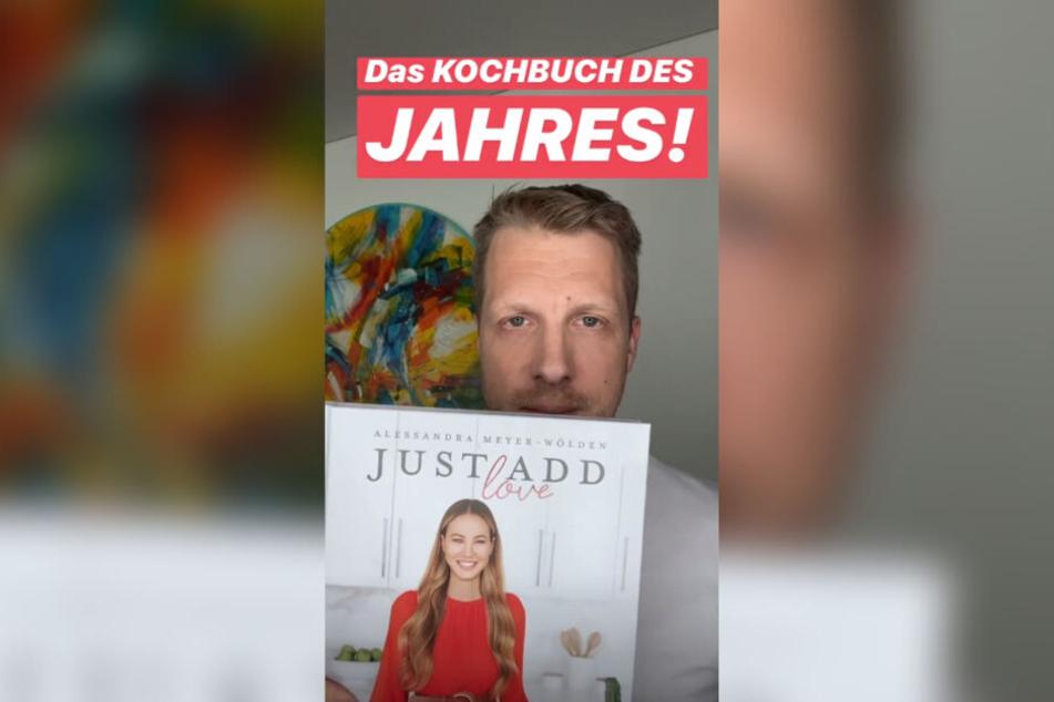 Oliver Pocher (42) präsentiert das neue Kochbuch seiner Ex-Frau Sandy Meyer-Wölden (36) bei Instagram.