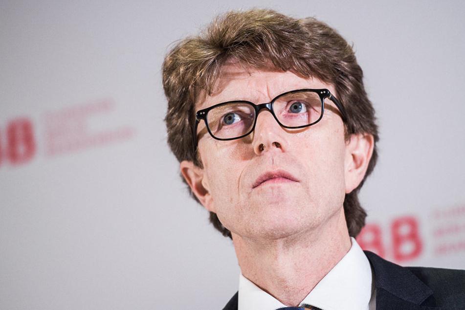 Flughafenchef Engelbert Lütke Daldrup während einer Pressekonferenz.