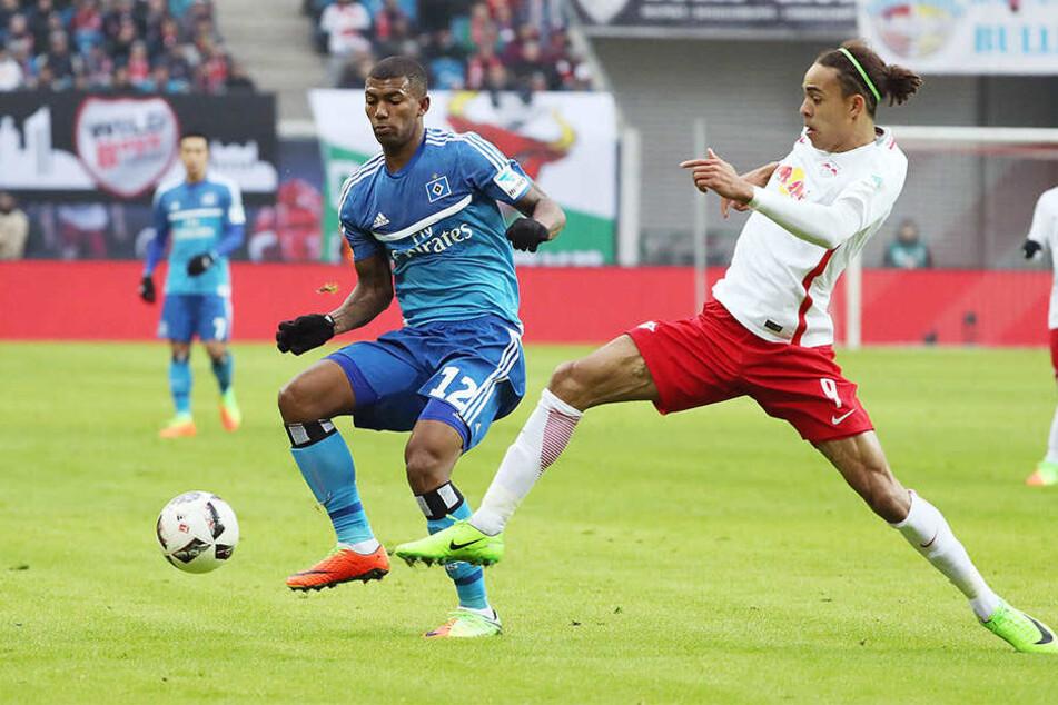 Wen wird RB-Trainer Ralph Hasenhüttl am Wochenende für Stürmer Yussuf Poulsen (re.) einsetzen, der sich am vergangenen Samstag beim Spiel gegen den HSV verletzte?
