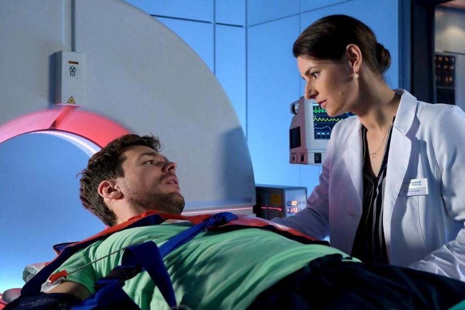 Ein Mann (Constantin Lücke) wurde bewusstlos in die Sachsenklinik eingeliefert. Als Dr. Maria Weber (Annett Renneberg) ein CT machen möchte, wacht er auf, doch er weiß nicht, wer er ist.