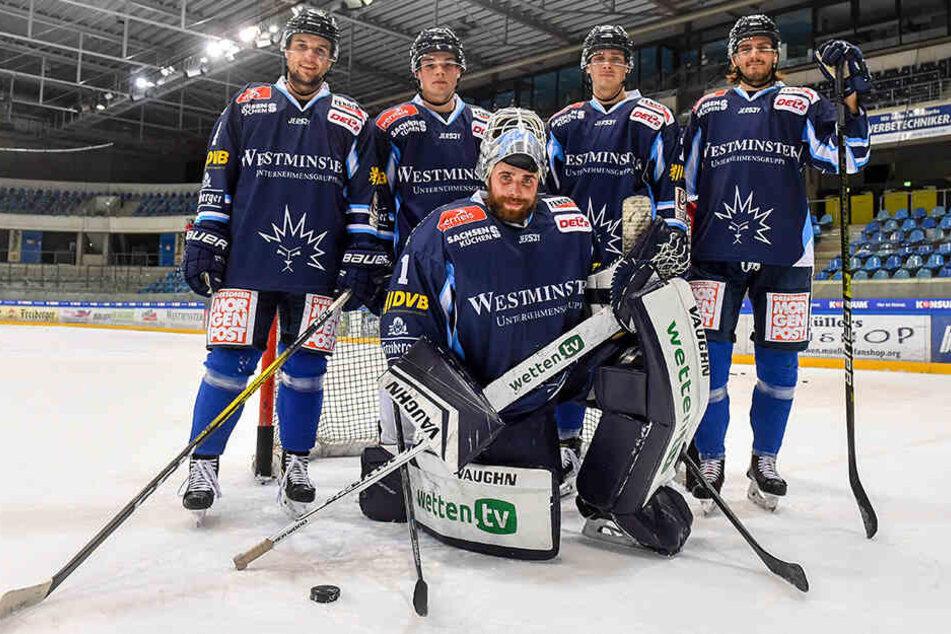 Fünf auf einen Streich: Die Eislöwen Steve Hanusch (v.l.), Tim Heyter, Arne Uplegger, Toni Ritter und Goalie Florian Proske sind heiß auf den Derbysieg gegen ihren Heimatverein.
