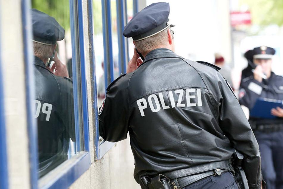 Die Hamburger Polizei fahndet nach zwei Männern, die einen Supermarkt in Eimsbüttel überfallen haben.