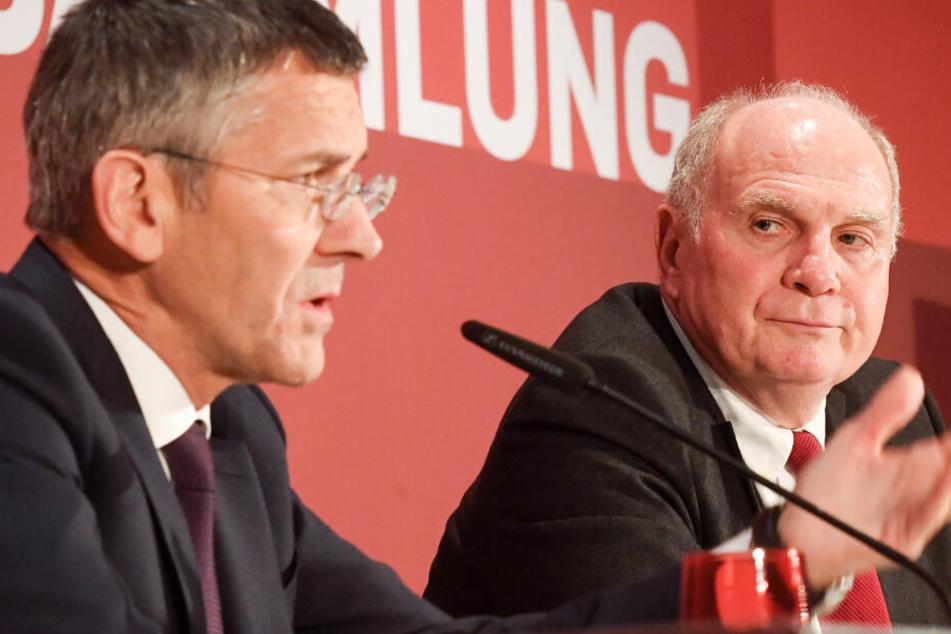 Herbert Hainer (l) und Uli Hoeneß bei der Pressekonferenz nach der Jahreshauptsversammlung.