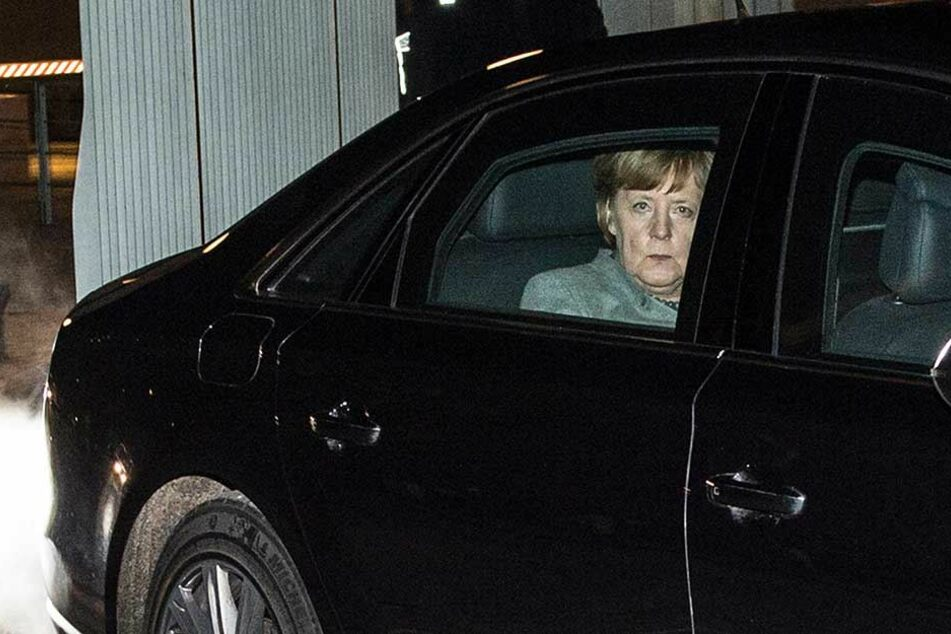 Angela Merkel verlässt nach ihrem Treffen mit den Terror-Opfern das Bundeskanzleramt.