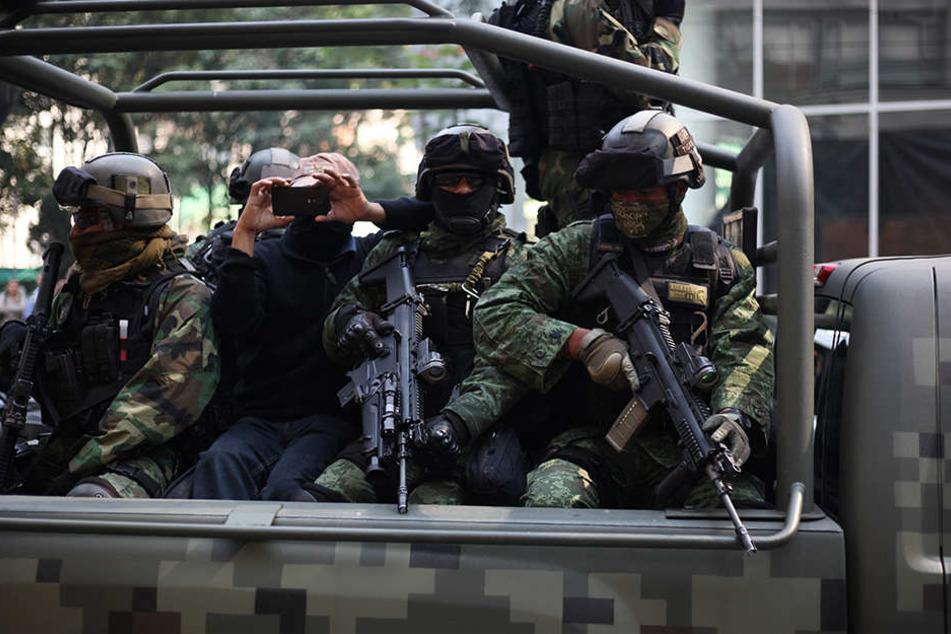 Nur durch das beherzte Eingreifen der hinzugezogenen Sicherheitskräfte konnte die Lage letztendlich unter Kontrolle gebracht werden. (Symbolbild)