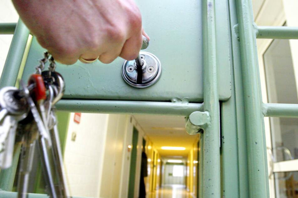 In Bayern können sich Ex-Häftlinge freiwillig wieder einsperren lassen. (Symbolbild)