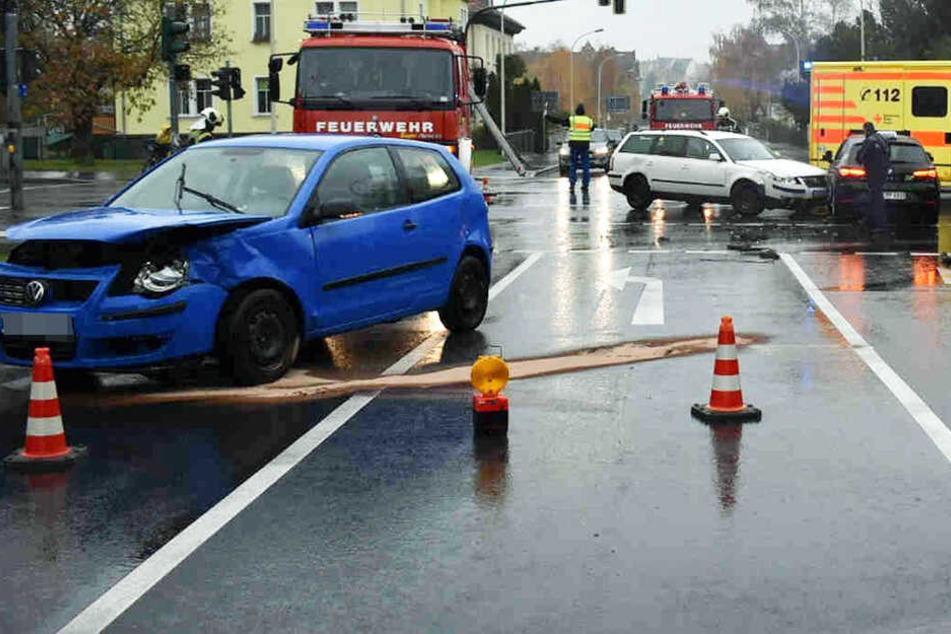 Autounfall in Zittau: Fahrschulauto in Kreuzungs-Crash verwickelt - TAG24