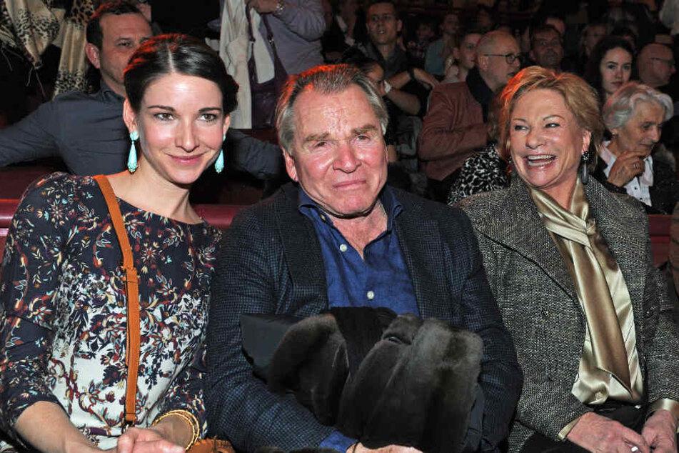 Fritz Wepper und seine Frau Angela zusammen mit ihrer gemeinsamen Tochter Sophie bei einer Vorstellung des Circus Krone.