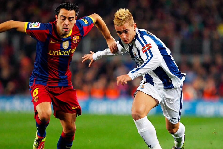 Antoine Griezmann (r.) spielte schon 2010 gegen den FC Barcelona um Weltstar Xavi. Nun wird er erstmals selbst für die Katalanen spielen.