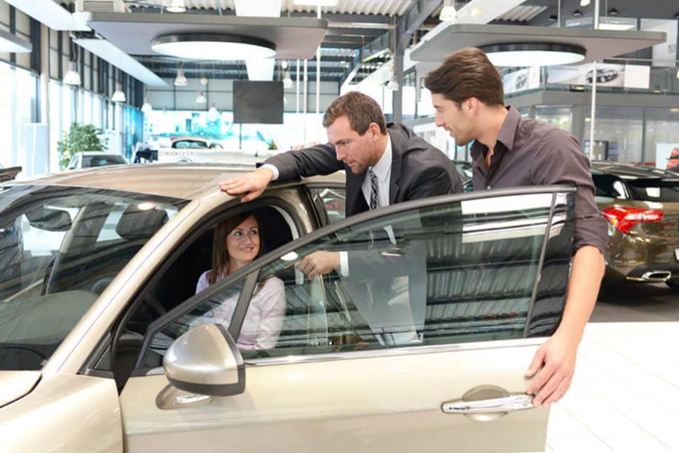 Dank niedriger Zinsen kaufen die Deutschen wieder verstärkt Luxusartikel, wie z.B. Autos.