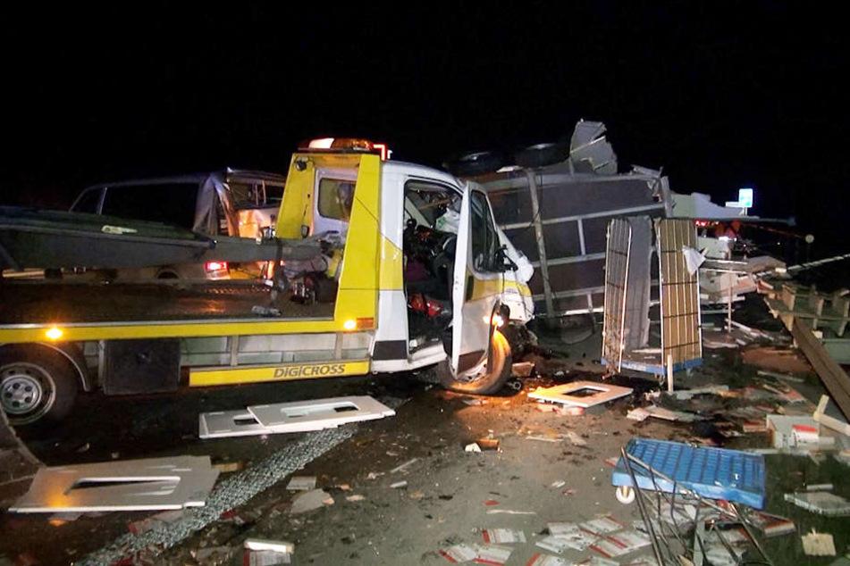 Wie durch ein Wunder wurde keiner der Beteiligten bei dem schweren Unfall verletzt.
