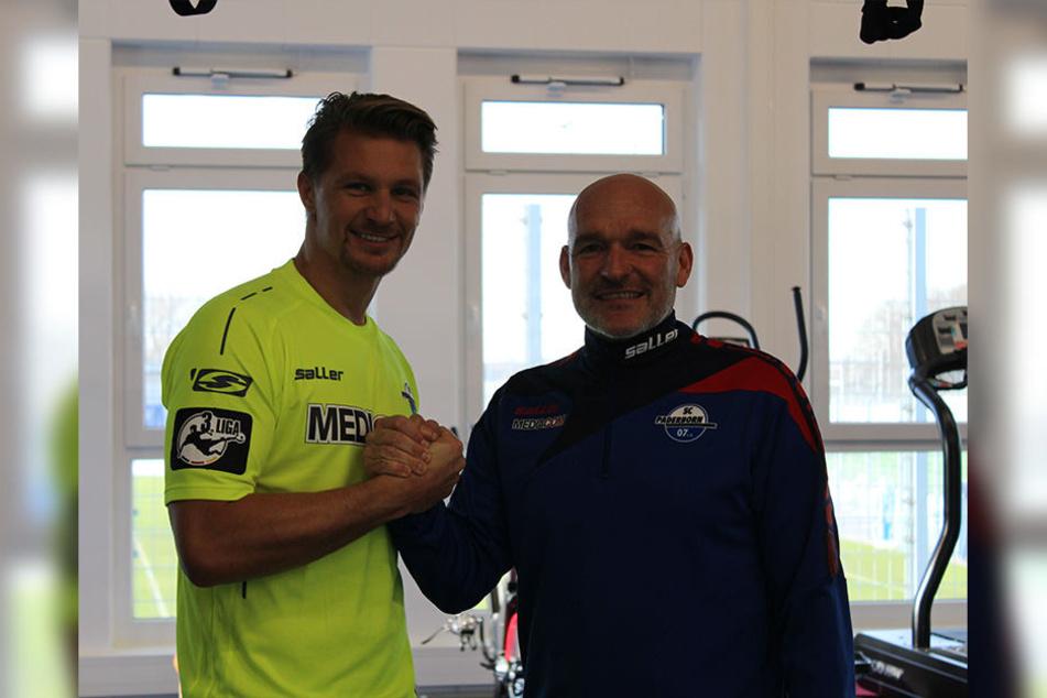 Neuzugang Ratajczak (l.) und Cheftrainer Stefan Emmerling.