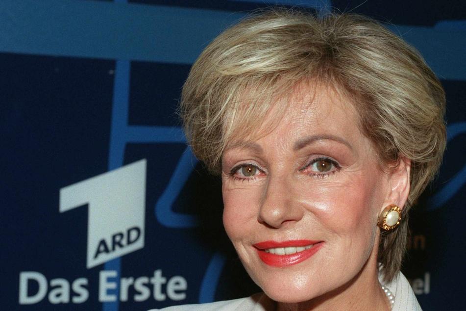 Als erste Frau sprach sie am 16. Juni 1976 die Tagesschau-Nachrichten.