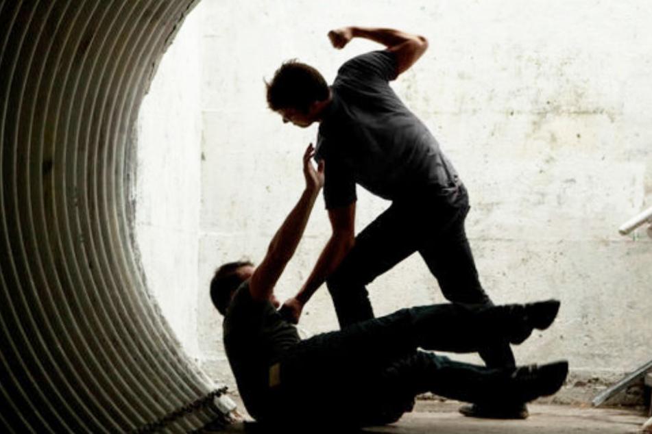 Der 23-Jährige wurde von dem Bruder der jungen Frau verprügelt. (Symbolbild)